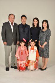 七五三での家族写真 姉妹並んで