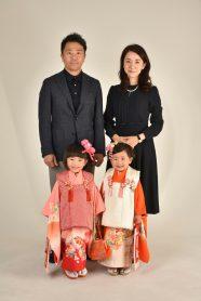 家族4人の写真 七五三の姉妹