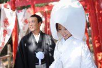白無垢と紋付袴の新郎新婦
