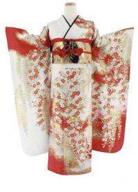 白地にメインに、袖などに赤色が入っていて、小花がたくさん描かれた振袖