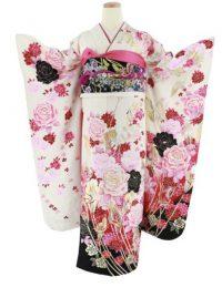 白地にピンクや黒のバラが描かれた振袖