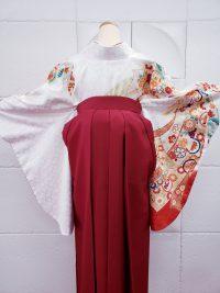 卒業袴紅白コーデ赤色袴