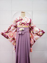 卒業袴ガーリッシュコーデ赤紫椿柄着物 藤色袴薄紫袴