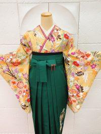 卒業袴蓮のイヤリングに合わせコーディネート ベージュ桔梗柄着物緑袴グリーン袴