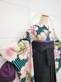 卒業袴黒青緑ストライプ柄着物振袖 黒袴 巾着の組み合わせ