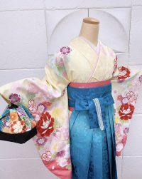 卒業袴クリーム着物青グラデーション桜地模様桜刺繍 コントラストはっきりめ可愛い鮮やか派手め